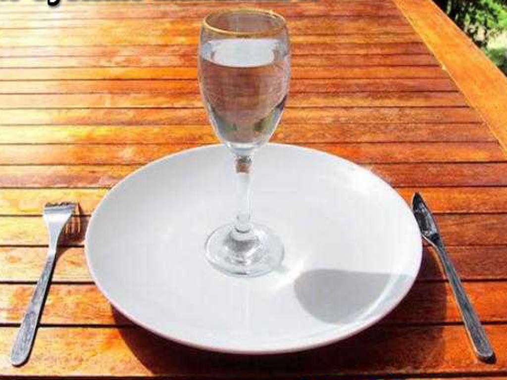Půst - sklaenice s čistou vodou