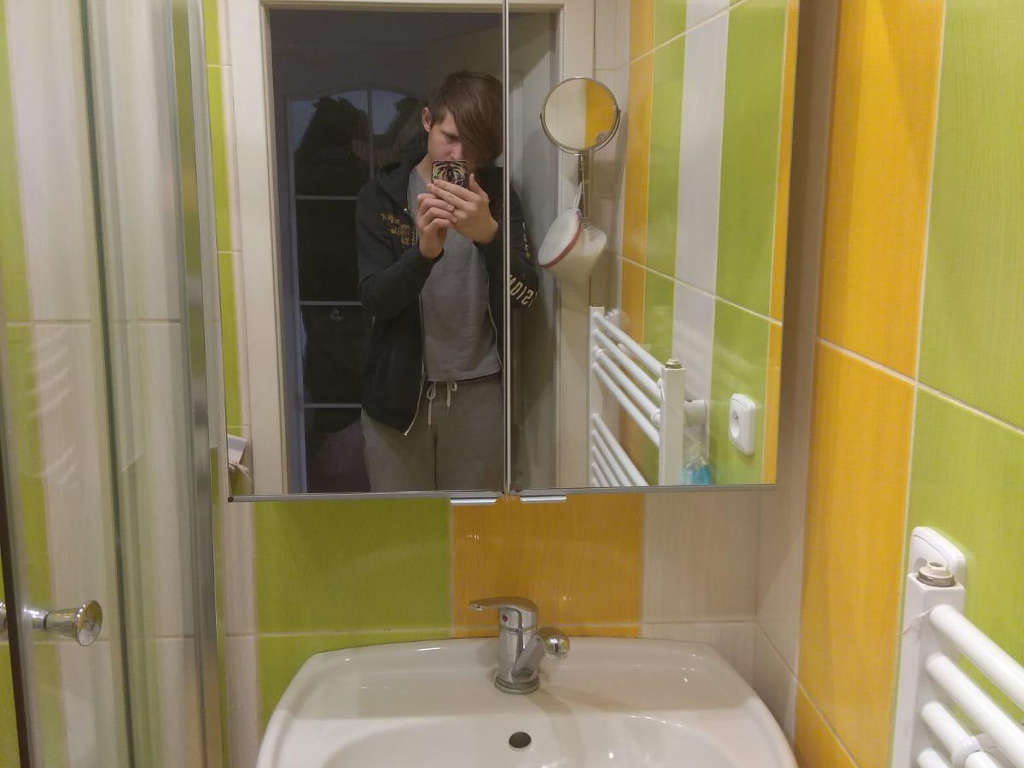 Úklid u zrcadla